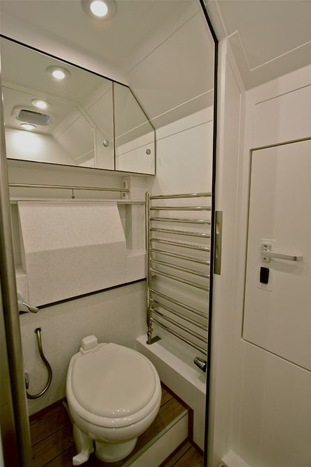 action-mobil-pure-commode