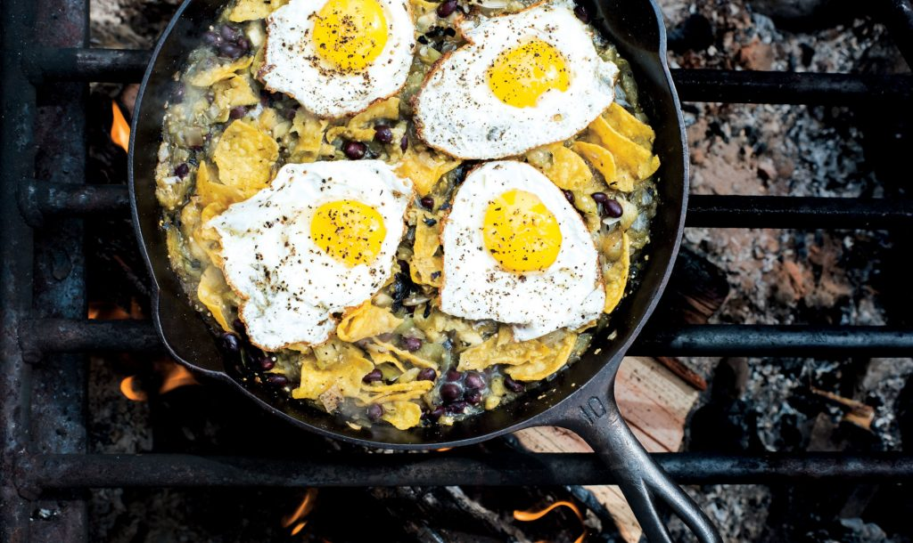 4WAAM-chilaquiles-blistered-tomatillo-salsa-eggs