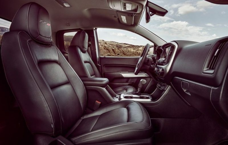 4waam-chevrolet-colorado-zr2-interior